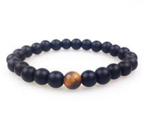 schwarze onyx armbänder für männer großhandel-SN0348 Neues Design 8mm Matte Black Onyx mit einem Tigerauge Perlenarmband Herren Steinperlenarmbänder