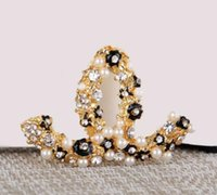 Wholesale Fashion Flower Pins - Women Fashion Flower Rhinestone Crystal Pearl brooch Letter Luxury Brand Designer Brotheroch Lapel Pin Jewelry Gift1