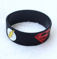 Hot! 100PCS / Lot 1 polegada Wide Super Heroes Silicone Wristband Bracelet com Superman Batman Green Lantern O Flash Free Shippng