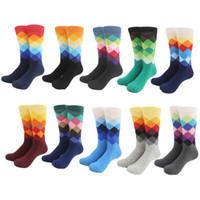 erkek diz yüksek çorap toptan satış-En iyi fiyat Erkek Gelgit Marka Mutlu Çorap Degrade Renk yaz Tarzı Pamuk düğün çorap erkek Diz Yüksek İş Çorap adam sox
