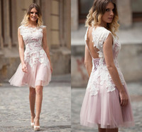 Abiti Homecoming eleganti con pizzo bianco di Applique Light Pink Jewel breve Capped abiti da sera aperta indietro Lace-Up Prom Dress personalizzato
