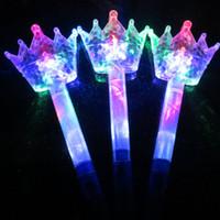 tezahürat lambası yak toptan satış-Moda Yanıp Sönen LED Sopa Çocuk Kız Peri Sihirli Değnek Sticks Işık up Prenses Taç Cheer Parti Prop Aksesuarları