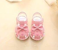 zapatillas de primer caminante al por mayor-Top stor zapatos para niños de cuero de alta calidad para niños zapatillas de moda First Walkers Slipper.