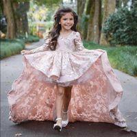 çiçek kızı elbise ruffle tren toptan satış-Pembe Yüksek Düşük Uzun Kollu Çiçek Kız Elbise Düğün İçin Dantel Aplike Ruffles Kızlar Pageant Törenlerinde Sweep Tren Çocuk Balo parti Elbiseler
