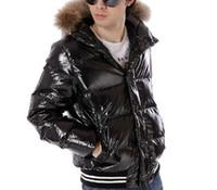 ingrosso cappuccio nero copre l'uomo-Nuovo arrivo di marca di lusso uomini giacca invernale cappotto ispessimento maschile vestiti reale collo di pelliccia di procione cappotti giù giacche nere Vendita