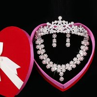 Wholesale Moon Face Picture - Free shipping Crystal Crown tiaras Real Pictures Crystal Necklace Three piece full set Bride jewelry Exquisite packaging Beautiful Fashion