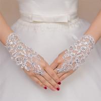 guantes de red blancos al por mayor-2016 blanco sin dedos de encaje perlas cortos nupcial guantes de boda accesorios de boda hilo de red breve párrafo brillante taladro decoraciones de la boda