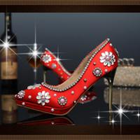 hochzeit blumen high heel großhandel-luxuriöse Hochzeit Schuhe italienische Designs Red High Heel Leder Kristall Blume Hochzeit Schuhe mit Stein hochwertige Damen Brautschuhe