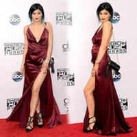 American Music Awards Kylie Jenner Celebrity Dress Sexy con cuello en V correa de espagueti sin respaldo Burgundy Red Wine High Slit Red Carpet