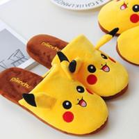 zapatilla de invierno para adultos al por mayor-Caliente Otoño Invierno 1 par Pikachu Relleno Mujeres Hombre Zapatillas Plush Suave Calor Home Slippers Adultos Zapatos de piso 35--43