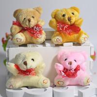 juguetes de peluche de pie al por mayor-6 cm Oso de peluche de felpa Mini Sentado Oso pie Letras bordadas Con bufanda Colgantes Juguetes blandos Muñecas rellenas para la llave / Bouquet 4 color