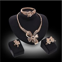 değerli taş kelebek toptan satış-Online satılık içi boş kelebek Takı Setleri beyaz taş kolye bilezik küpe yüzük 18 K altın takı aile dört GTOMKS042