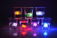 под открытым небом оптовых-новое прибытие изменение красочные светодиодные лампы кубик льда декоративные огни светящиеся кубик льда,освещенный лед светодиодные открытый светодиодные рождественские огни