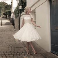 knee length wedding dresses achat en gros de-Vestidos de Novia pas cher Voir à travers le dos Jolies appliques Plus la taille Scoop longueur au genou dentelle robes de mariée courtes jardin robe de mariée