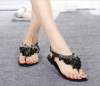 sandalias bajas negras al por mayor-2015 mujeres planas chanclas bohemio sandalias de verano zapatos blanco negro brillante gema de lujo rebordear sandalias de cuña de tacón bajo zapatos de mujer de verano