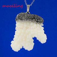 mascote jóias venda por atacado-Coral branco Preciosa Gema Pedra Natural Diferente Reiki Pêndulo Pingente Encantos Europeus Homens Da Moda Jóias Mascote Amuleto 5 pcs