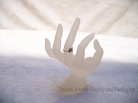 ручные стенды оптовых-Кольцо стенд акриловые кольца дисплей ювелирных изделий дисплей ОК форма руки держатель Белый