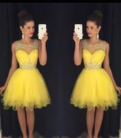 mini vestido sexy amarillo de las mujeres al por mayor-2016 Nuevos Vestidos de cóctel Bling Crystal Beads Ilusión Cuello Tulle Amarillo Corto Mini Homecoming Vestido Formal Vestido de fiesta Vestidos de baile para mujeres