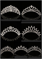 coroas de casamento de strass venda por atacado-2018 Trendy 10 Estilos Mais Barato Brilhando Rhinestone Crown Tiaras Da Noiva Das Meninas Da Moda Coroas Acessórios De Noiva Para O Evento Do Casamento