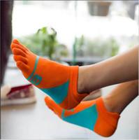 пальцевые носки для мужчин оптовых-Wholesale-2016 Summer Sports Men Five Finger Socks Men Cotton Socks 6 Print Hit Color Breathable Ankle Socks fit Asian Size 39-44