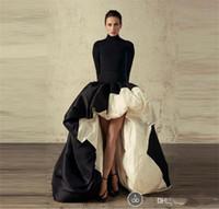 высокие низкие атласные вечерние наряды оптовых-Африканские Высокие Низкие Длинные Рукава Вечерние Платья Высокая Шея Черный И Белый Атлас Пром Платье Оборками Развертки Поезд Формальные Коктейльные Платья