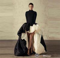 siyah beyaz resmi elbise kolları toptan satış-Afrika Yüksek Düşük Uzun Kollu Abiye Yüksek Boyun Siyah Ve Beyaz Saten Balo Elbise Ruffles Sweep Tren Örgün Kokteyl Parti Törenlerinde