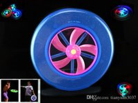 O envio gratuito de New Speical forma colorida rotação Hot LED mágico ao ar livre Toy Flying Saucer Disc Frisbee UFO Kid Toy