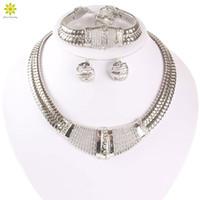 yeni kristal bilezik tasarımları toptan satış-Yeni Tasarım Kadınlar Gümüş Kaplama Dubai Afrika Kristal Kolye Bilezik Küpe Yüzük Düğün / Gelin Takı Setleri