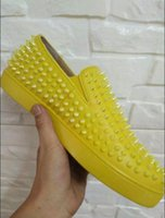 apartamentos de casamento amarelo venda por atacado-Nova moda rebite de couro real dos homens studs e cravado amarelo studded loafers homens sapatos de couro de patente sapatos de flats 38-46