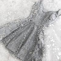 sexy mini vestido plateado al por mayor-2018 plateado y encantador A-Line Crystal Short Homecoming Vestidos Nuevos apliques de encaje Mini correas espaguetis Vestido de cóctel barato Vestido de fiesta de verano