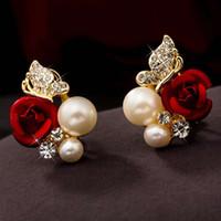 aretes de oro pequeñas flores al por mayor-Moda Pequeña Joyería de Plata Elegante Mujer Lady Girls Par Rosa Roja Flor de Perla de Imitación 18 k Oro Amarillo Plateado Pendiente de Cristal
