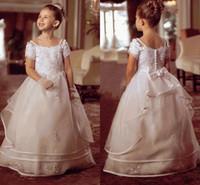 organza junior nedime elbiseleri toptan satış-Beyaz Prenses Çiçek Kız Elbise Düğün Için 2017 Bateau Kapalı Omuz Kısa Kollu Organze Kat Uzunluk Genç Gelinlik Modelleri