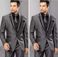 graue weste für groomsmen großhandel-Die neueste Entwurf 2020 Grau One Button Grau Bräutigam Smoking Spitze Revers Groomsmen Tux Mens Brautkleider Prom Anzüge (Jacket + Pants + Vest)