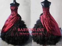 siyah dantelli boncuklu elbiseler toptan satış-Gotik gelinlik ile straplez boyun boncuklu siyah dantel aplikler ve tül ruffles lace up balo gelin kıyafeti BO6752