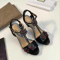 t ремешок заглянуть оптовых-Высокое качество мода название бренда натуральная кожа элегантный Леди сандалии Sexy Peep Toe T-ремешок Алмаз змея верхний средний каблук женщин партии обуви