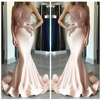 Бесплатная доставка Sexy Pink Illusion Scoop Neck Appliqued Lace Sleeveless Floor Length Mermaid Prom Dresses Slim Satin Evening Dress Официальная