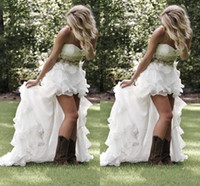 vestidos de noiva de praia para trás ruffle venda por atacado-Jardim de verão Praia Alta Baixo País vestidos De Casamento Com Cristal Frisada Querida Vestidos De Noiva Low Back Babados Vestidos De Casamento De Bling