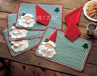 Vente en gros - 6pcs / Lot Christmas Placemats, Joyeux Noël Santa Checked Plaid Placemats Mat Table à manger La serviette de table n'est pas inclus