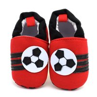 2016 New Football Baby Shoes para meninos Meninas Spring Autumn Soft Sole Vermelho Newborn Infant Baby Branded First Walkers Frete grátis