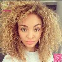 renk 27 kıvırcık toptan satış-Kinky Kıvırcık Sarışın Dantel Ön İnsan Saç Peruk Bakire Brezilyalı Tutkalsız Tam Dantel İnsan Saç Peruk Ile Bebek Saç Rengi # 27