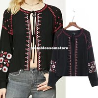 Schwarze Blumenkurzschlüsse Kaufen -Schwarze Baumwoll-weibliche Herbstblusen 2017 neue Strickjacke lace-up floral gestickte CHIC-Troddel Casual Boho-Shirts kurze lose Frauen Frühling Tops