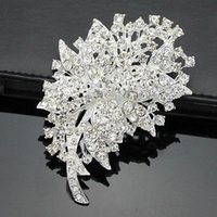 Wholesale Cheap Diamond Brooches - Free postage 2016 new Korean fashion alloy full diamond brooch brooch clothing accessories holding flowers cheap wholesale accessories