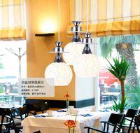 aydınlatma beyaz cam avizeci toptan satış-Basit modern cam avize lamba restoran. Üç yemek odası ışıkları, beyaz küresel avizeler sanat lighting.5pcs bir paket