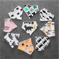 Serviette 10Pcs / lot bébé Bibs Colorful bébé Impression Bandana Coton Bébé Tout nouveau-né Triangle Scarf Babero Infant Bibs Burp