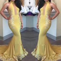 vestido de fiesta de corte amarillo al por mayor-Vestidos de noche de sirena amarilla 2018 aplique de moda de la pista de satén sin mangas Sexy recorte de cuello alto de largo vestido de fiesta