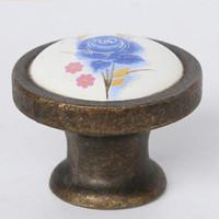 perillas de gabinete ceramica bronce al por mayor-36 mm moda retro perillas de muebles de cerámica rural latón antiguo gabinete de bronce aparador maneja perillas perillas de cajón de cerámica de flor azul