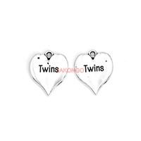 encanto dos gêmeos venda por atacado-20 pcs Tibetano Banhado A Prata Gêmeos Encantos Do Coração Pingentes para Colar Pulseira Fazer Jóias DIY Handmade 21x17mm
