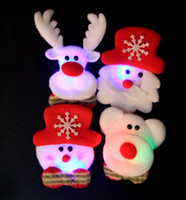 DHL LED Broches de Natal Boneco de neve Papai Noel Elk Bear Pins Badge Light Up Brooch Christmas Gift Decoração para festas Kids Toy