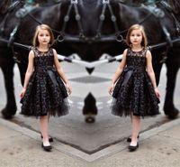 siyah küçük kıyafet elbiseleri toptan satış-Little Black Lace Kız Pageant Elbise 2016 Illusion Boyun Şerit Kanat A Line Çiçek Kız Elbise Düğün Diz Boyu Parti Elbise için