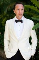terno vestido de marfim para homens venda por atacado-Custom Design Marfim Um Botão Xale Lapela Do Noivo Smoking Melhor Homem Padrinhos de Casamento Mens Blazer Vestido Ternos (Jacket + Calças)